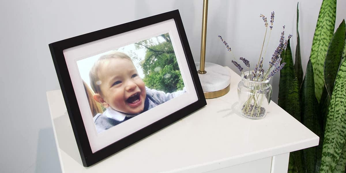 Skylight Frame Review – Touch Screen Wi-Fi Digital Picture Frame